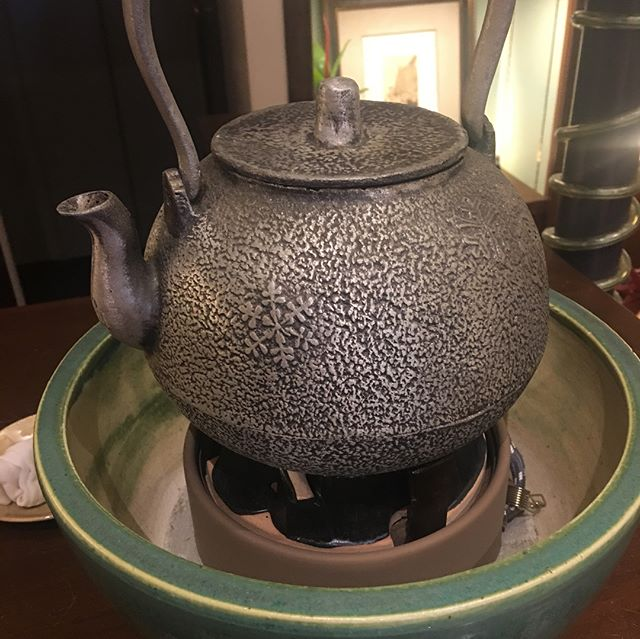 ロゼッタマルシェの日だけ。鉄瓶で沸かす湯でお抹茶(お菓子付き500円)#笹船屋#レトロ食器